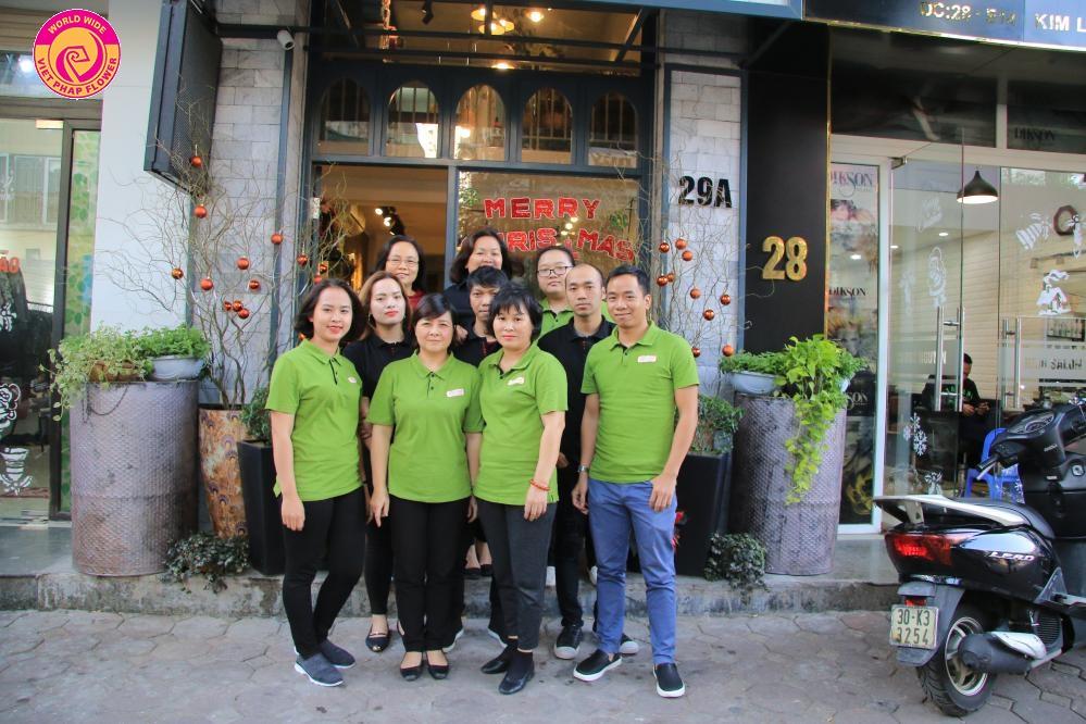 Đội ngũ nhân viên của shop hoa Việt Pháp