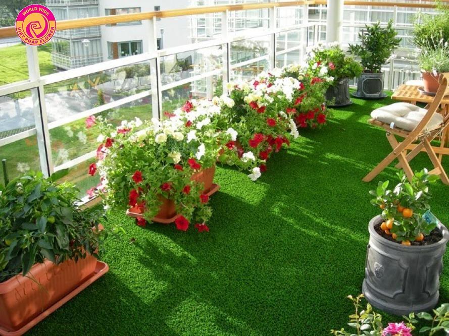 Nền cỏ nhân tạo là yếu tố quan trọng mang đến không gian xanh mát