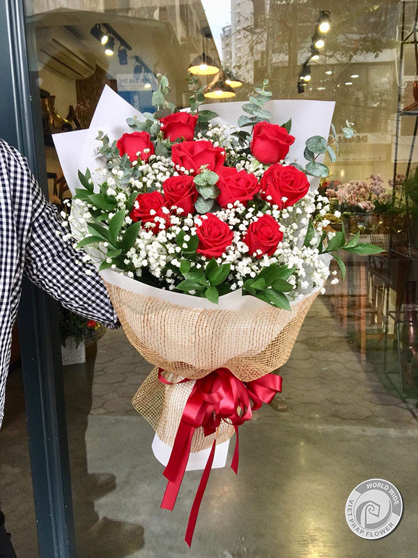 27/2, hãy dành bó hoa tươi thắm cho những người thầy thuốc Việt Nam