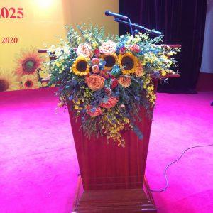 hoa bục phát biểu
