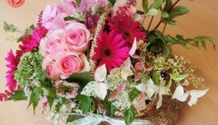 Hướng dẫn chị em cách cắm hoa nghệ thuật trang trí nhà ngày tết thêm tươi mới, rực rỡ