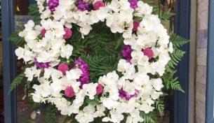 Hoa chia buồn – Nét văn hóa không thể thiếu trong giây phút tiễn biệt người đã khuất