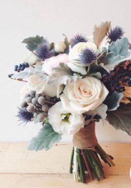 Hoa cưới cầm tay cô dâu 02