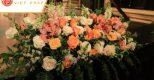 Chọn mua hoa tươi trang trí sân khấu đẹp và rẻ ở Hà Nội