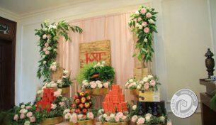 """Lễ đính hôn ngập tràn sắc hoa đánh dấu một """"happy ending"""" cho chuyện tình 8 năm của chàng sinh viên luật Harvard"""